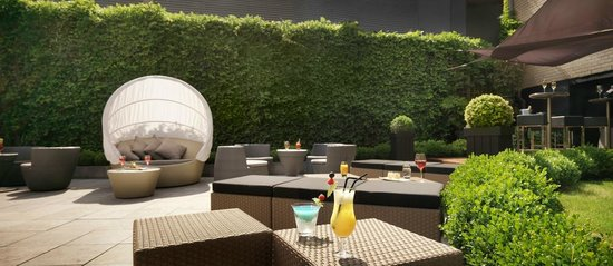 Sofitel Brussels Le Louise: Terrasse