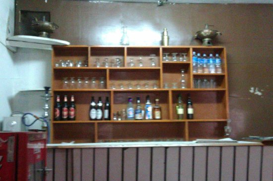 Acme Guest House: Bar
