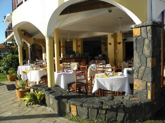 Gold Beach Resort: salle des repas totalement ouverte face à l'océan