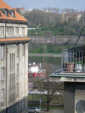 Hotel Clement Prague: Utsikt från hotellrummet på sjunde våningen.