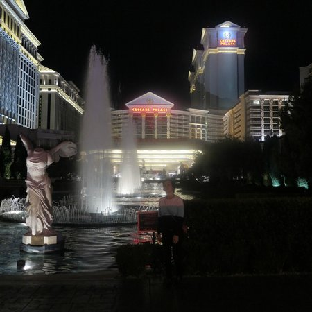 Caesars Palace: View of the hotel