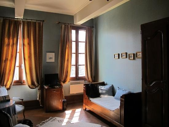 La Maison des Consuls: Our depressing room