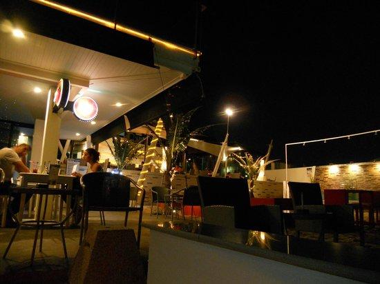 Samui Resotel Beach Resort: Evening Dinner/Bar area