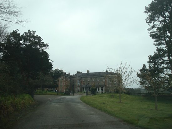 Bantry House B&B: First view on approach - impressive!