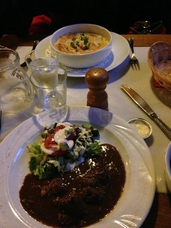 t'Klokhuys: Beef stew and fish pie