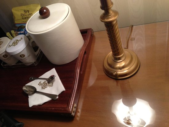The Langham, Boston: dirty lamp