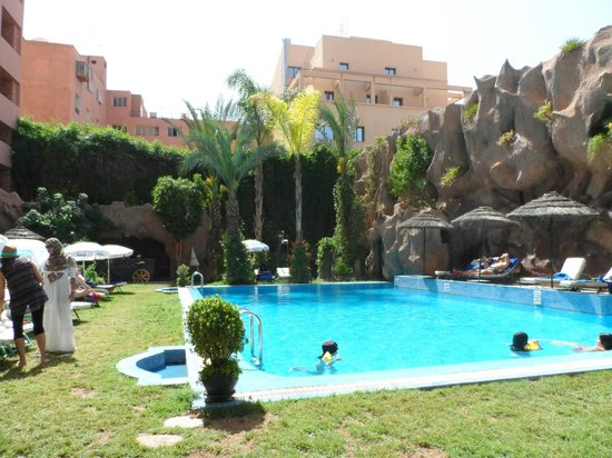 Imperial Holiday Hotel: Hotel Imperial pool and garden
