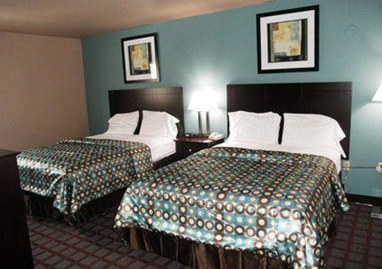 Econo Lodge : Two Queen Beds
