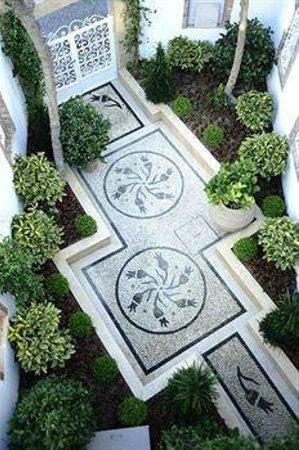 Erten Konak: jardin et cour