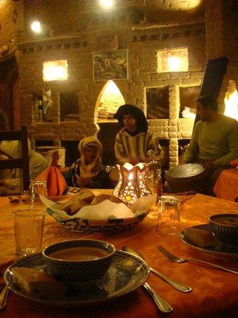 Auberge du Sud: Jantar ao som de Tam-Tams