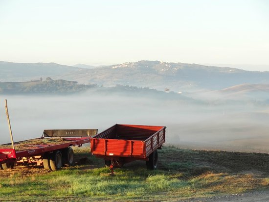 Agriturismo Il Casalino : fog over the hills