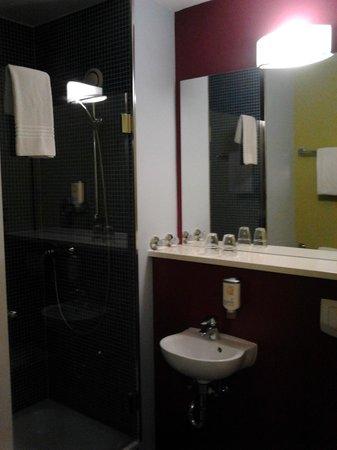ibis Styles Düsseldorf-Neuss: Bathroom