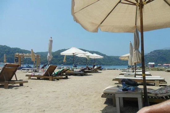 The Sugar Beach Club: Lovely sandy beach, Sugar Beach Resort