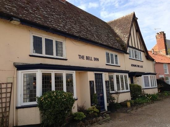 The Bell Inn: Views of the harbour from the front highly recommended!