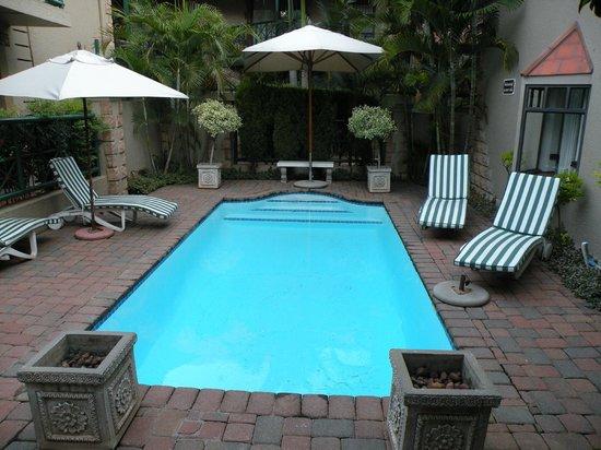 Court Classique Suite Hotel: angenehm