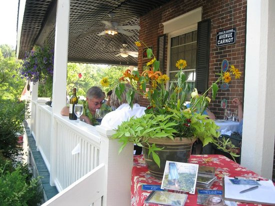 Parker House Inn and Restaurant: Dining in the riverside garden