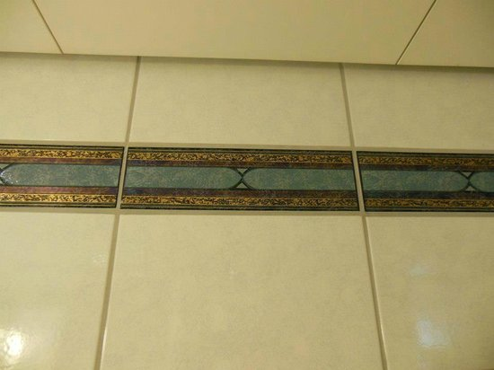 Sheraton Frankfurt Airport Hotel & Conference Center : tile accent in bathroom