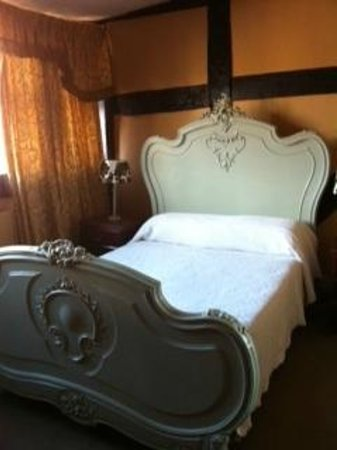 The Crown Hotel: Bedroom