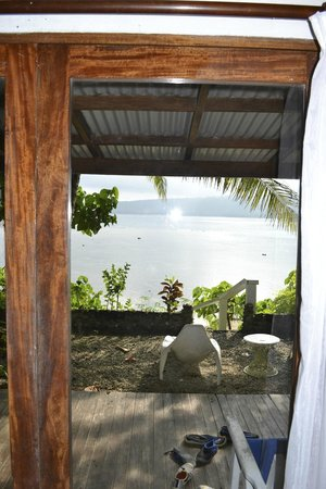 Hideaway Island Resort : View over reef from our bungalow