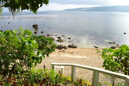 Hideaway Island Resort : Beach/Reef access from our bungalow