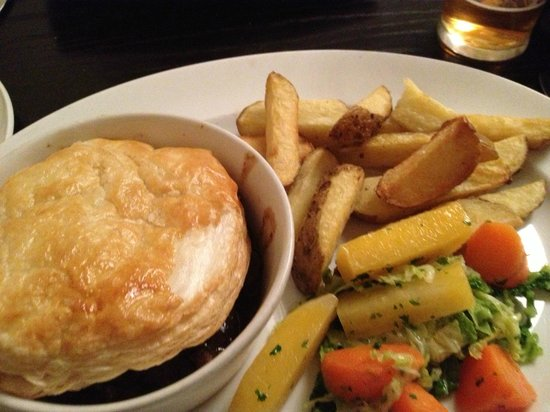 The Popinjay Hotel and Spa: Steak and ale pie
