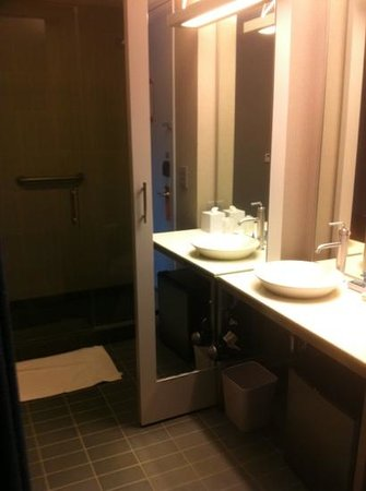 Aloft Leawood - Overland Park : Bathroom