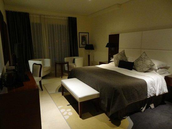 Superbe Ramada Plaza By Wyndham Jumeirah Beach: Chambre Avec Suite Parentale