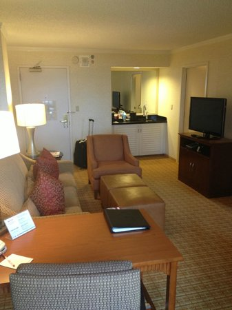 Atlanta Marriott Suites Midtown : Huge room