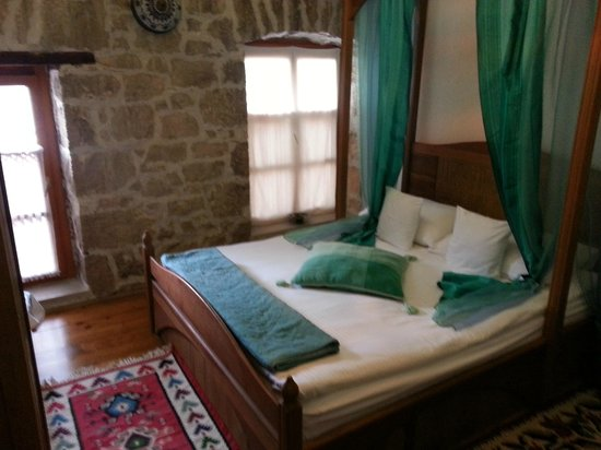 Bosnian National Monument Muslibegovic House Hotel: Another photo of the room