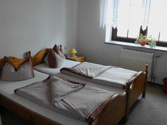 Pension & Gasthof Storchennest: Zimmer
