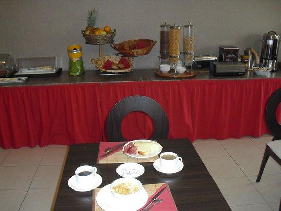 Excellior Suites Grand Geneve: Breakfast