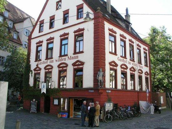 Wilder Mann: 1. Stock Restaurant / EG Lounge