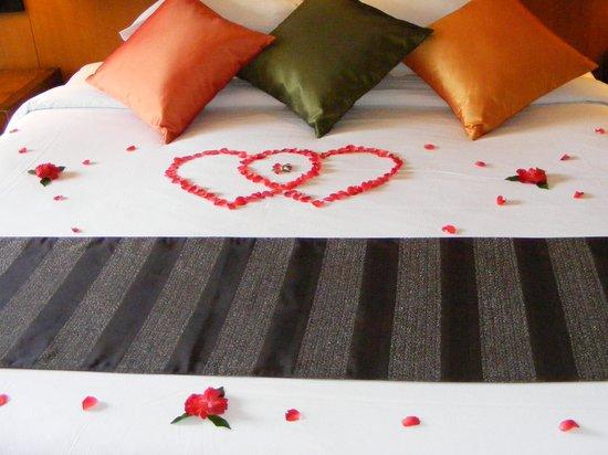 Phuket Marriott Resort & Spa, Merlin Beach: honeymoon welcome