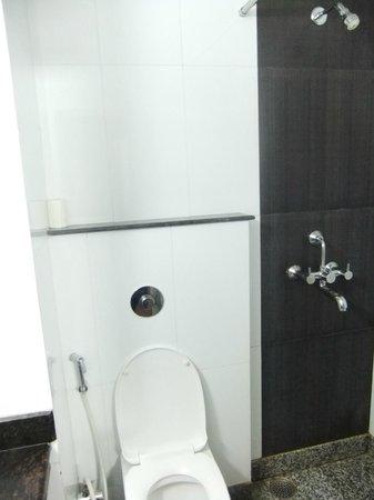 Hotel City Inn: bathroom
