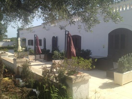 Masseria Bianca di Puglia: terrace and entrance to apartments