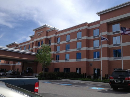Hampton Inn Hampton-Newport News: Front of hotel