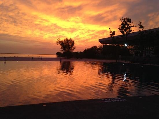 Century Langkasuka Resort: Sunset by the pool