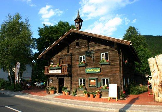 Schusterhausl : Steakhaus Schusterhäusl mit Gastgarten in Flachau