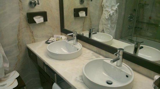 Porto Palacio Congress Hotel & Spa: Casa banho.