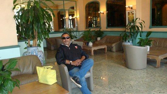 Le Dome Hotel: The reception area at Le Dome