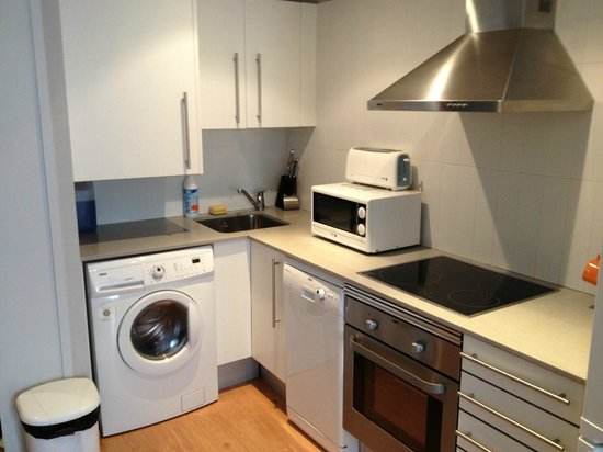 Amister Apartments Barcelona: angolo cucina