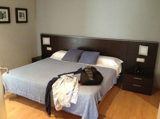 Amister Apartments Barcelona : camera da letto