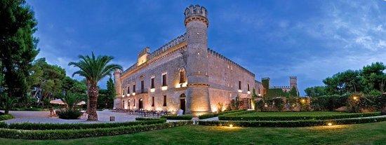 Salice Salentino, Italie : Vista esterna castello