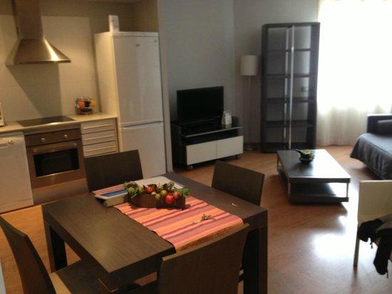 Amister Apartments Barcelona : ancora sala