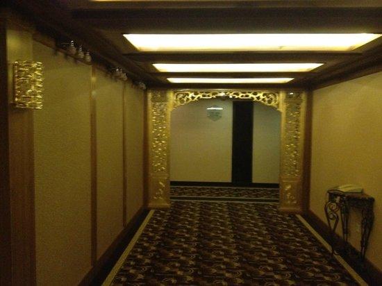Beijing National Jade Hotel: Corredores do National Jade Hotel em Pequim