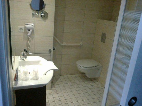Helgon Hotel: il bagno