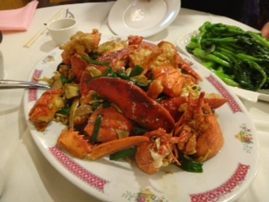 Mandarin Court Restaurant : lobster chinese style ( ginger and garlic)