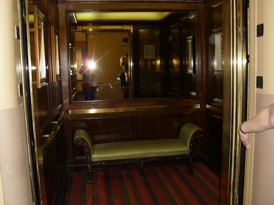 The Kensington Park Hotel: Elevator in Kensington