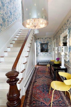 Captain Fairfield Inn : Kennebunkport bed and breakfast lobby entry