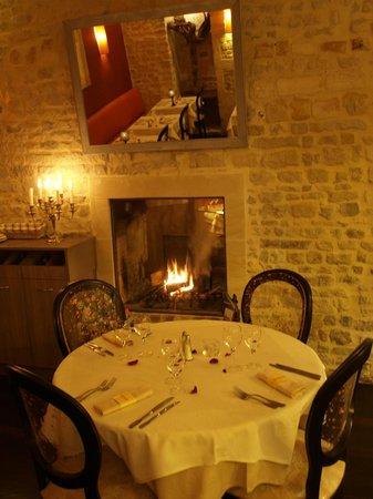 le pommier restaurant: et près de la cheminée, en hiver...